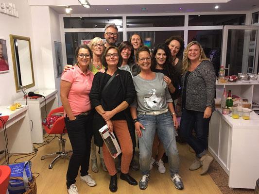 9 glückliche Frauen - dank Marco ;)