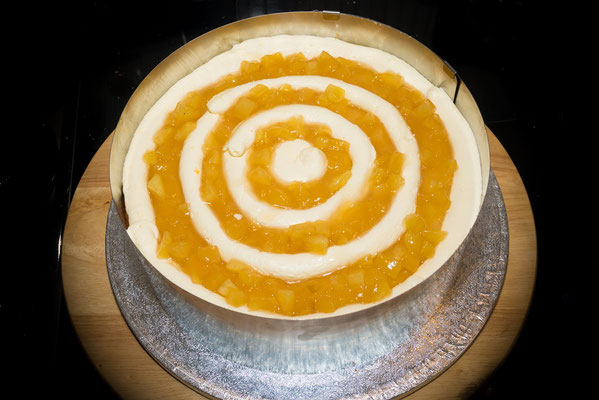 Schön gleichmäßig in Ringen - Buttercreme und Apfelkompott