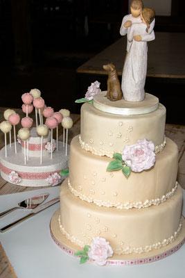 Hochzeitstorte 3 stöckig mit Cake Pops