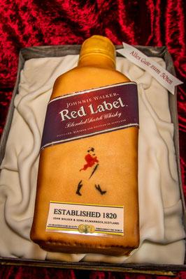 Eine Whiskyflasche in der Kiste - alles essbar!