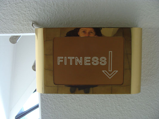 Im Hotel gibt es eine Sauna und einen Sportbereich für den bewegungslustigen Schriftsteller.