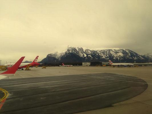 Salzburger Flughafen mit Blick auf den Untersberg