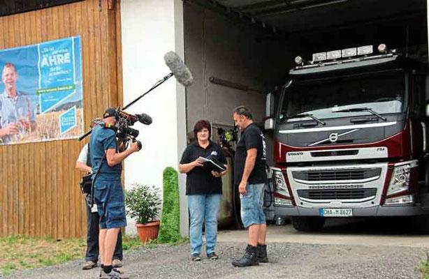 Die zweitägigen Dreharbeiten für den circa 15-minütigen Beitrag begannen am Montag bei Gertraud Maier zu Hause.