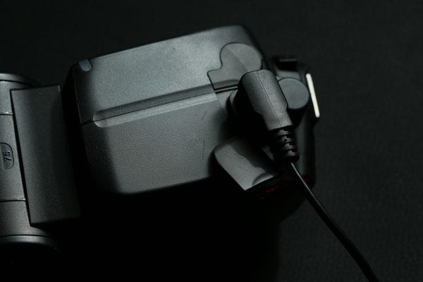 Durch Anschließen des Steckers vom Boostpack wird eine externe Energieeinspeisung ermöglicht. Je nach Ausführung nur Hochspannung (+320V) oder auch Steuerungselektronik. (+5V)
