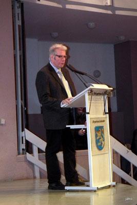 Bezirksbürgermeister Walter Rodermann bei seinem Grußwort