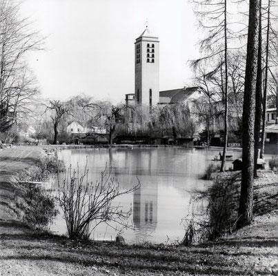 Herrensohr, Karlstraße, Kirche St. Marien mit Angelweiher