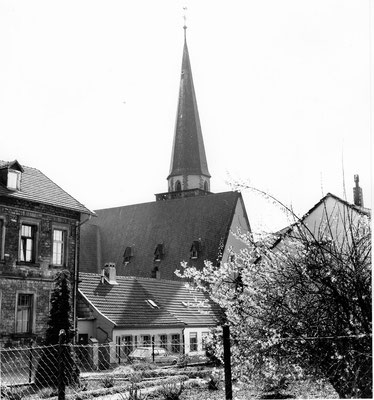 Herrensohr, Johannesstraße, mit Kreuzkirche und Alter Schule