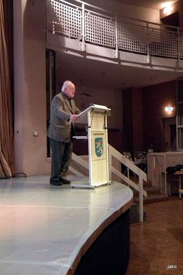 Prof. Dr. Hans-Walter Herrmann bei seinem Vortrag