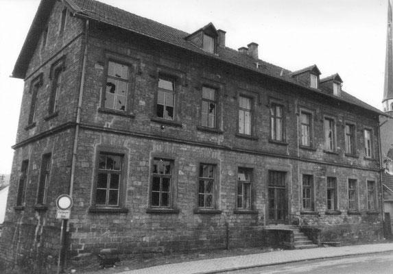 Johannesstraße in Herrensohr mit Schulhaus