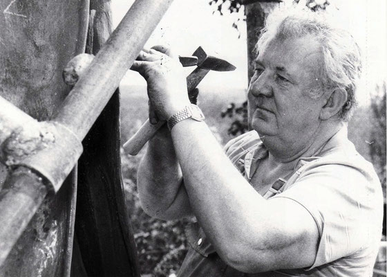 Zoltan Hencze arbeitet an seiner Stahlskulptur