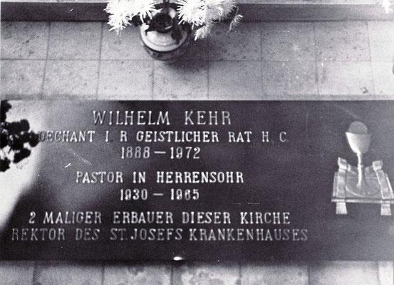 Grabstätte von Pastor Wilhelm Kehr in der Herrensohrer Kirche