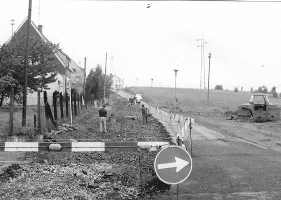 Dudweiler 1968, Obere Fischbachstraße, rechts stehen heute die Hochhäuser