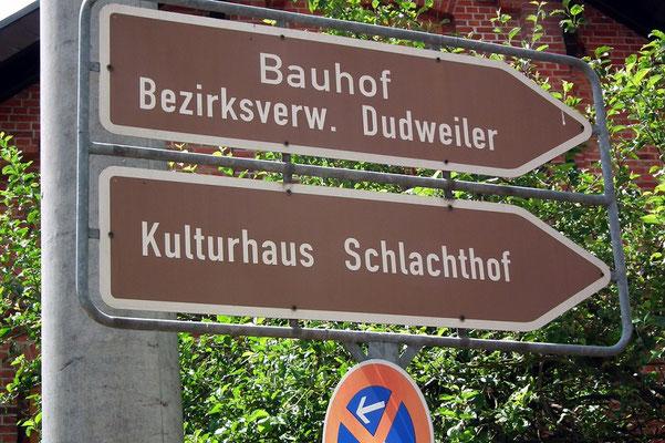 Hinweisschild Kulturhaus