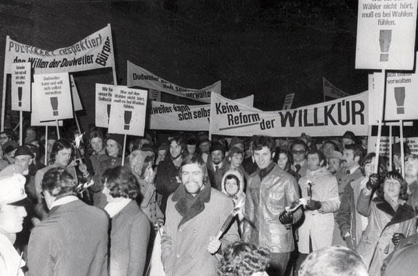 Protesmarsch gegen die Eingemeindung von Dudweiler