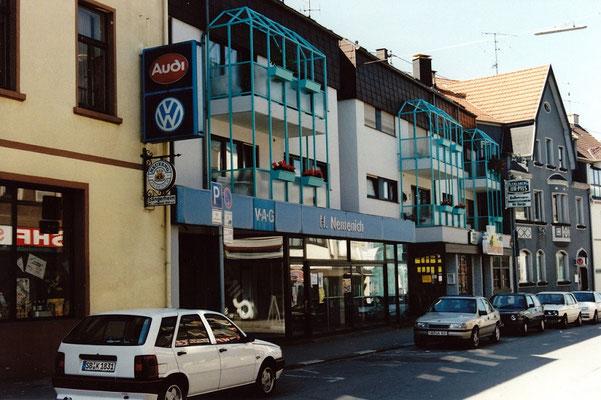 Neubau mit Verkaufsraum Nemenich und Gaststätte