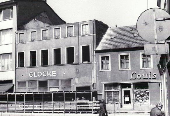 Markt Dudweiler, Abriss Gasthaus Glocke, hier steht heute die Sparkasse, 1979