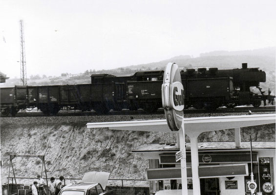 Eisenbahnstraße Herrensohr, Alte Tankstelle, Dampflokomotive