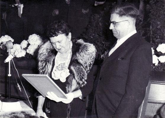 Liesbet Dill mit Bürgermeister Mühlenberg