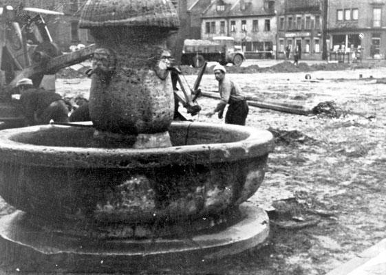 Abbau des Marktbrunnen