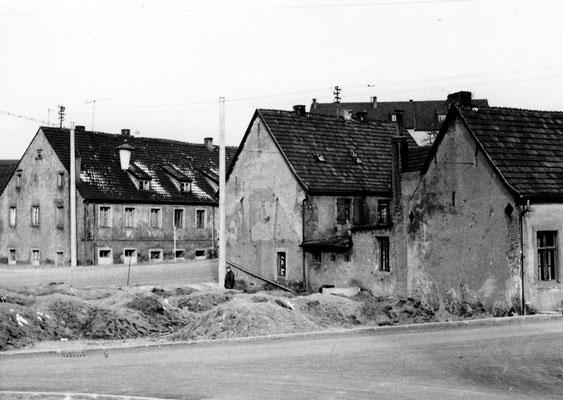Dudweiler um 1960, Untere Fischbachstraße-Auf der Sud, links das alte Schlafhaus für Bergleute