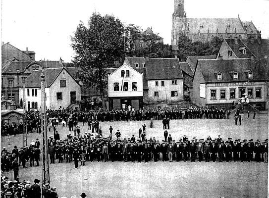 Marktplatz Dudweiler, um 1900, Sedansfeier