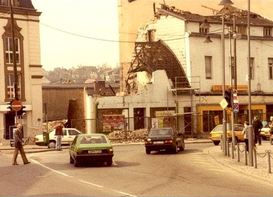 Dudweiler Markt 1986, Abriss der Geschäfte Kuhl und Singer