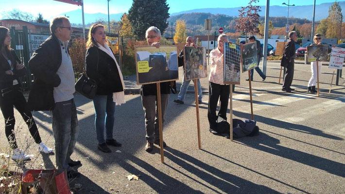 Manifestation contre le salon du chiot organisé par Amis des Bêtes !