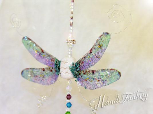 Detalle de las alas de libélula: traslúcidas, tornasoladas. Colgante Móvil Feng shui, Móvil Feng shui Libélula, Decoración cristal Feng shui