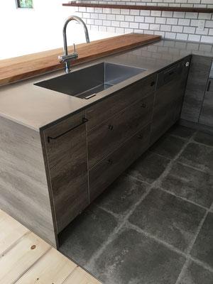 床材は水に強い素材をチョイス