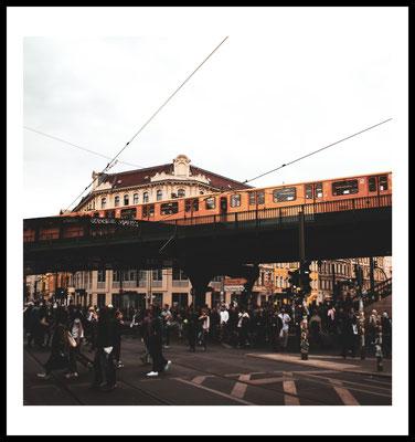city vibes premium poster - berlin - ubahn - prenzlauer berg - stadt fotografie