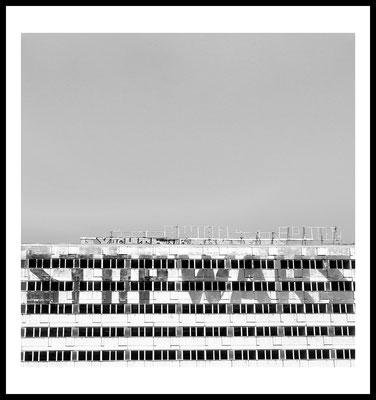 berlin city poster - mitte - schwarz weiß - stop wars - architektur - building - alex