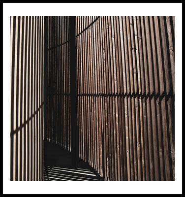 kapelle der versöhnung - poster - dina4 - berlin - fotografie - natur - prenzlauerberg - architektur - holz - braun -licht - schatten