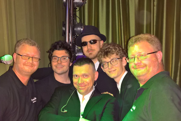 Sound - Mix DJ Team  und The Six Pickles@ Sportlerball Roter Hirsch Claußnitz