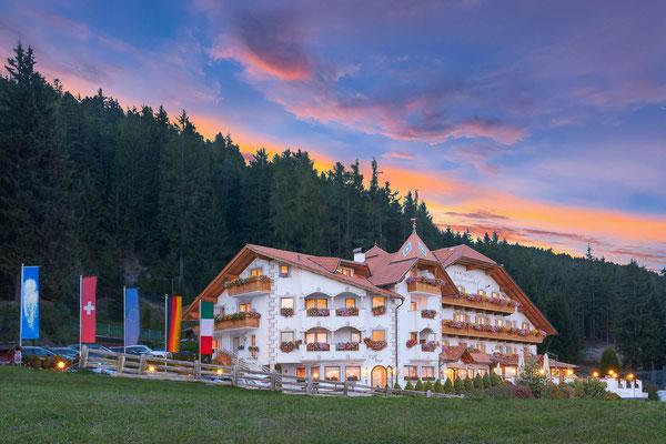 Granpanorama Hotel Sambergerhof / Dämmerung in Villanders