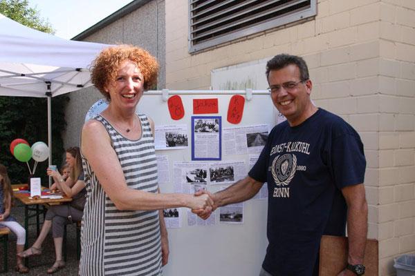 Der erste 1. Vorsitzende (Ulrich Drescher) und die jetzige 1. Vorsitzende (Susanne Brandt) freuen sich über 20 Jahre RAN!