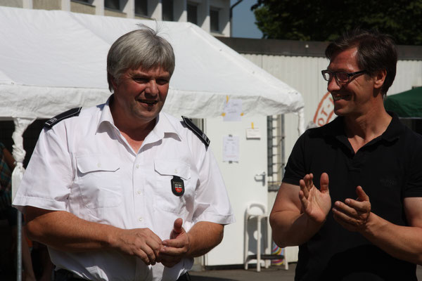Ralf Broch (li.), Leiter der Freiwilligen Feuerwehr Röttgen