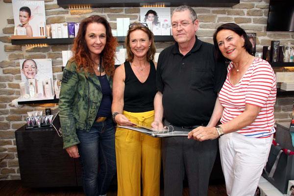 Der Bechlinghovener Ralpf Driever stellt sein Buchprojet vor (v. li. nach re.: Petra Bierikoven, Ute Zwick, Ralph Driever und Karin Rosenberg)