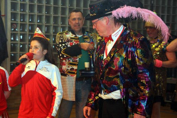 Entertainment vom Opa gelernt. Prinzessin Lilli mit Opa Willy Juchem.