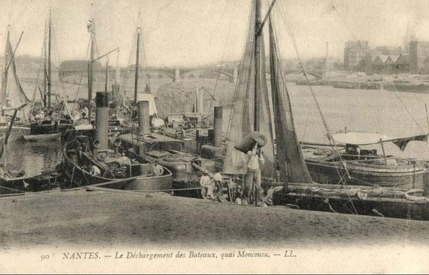 Nantes, le déchargement des bateaux, quai Moncousu