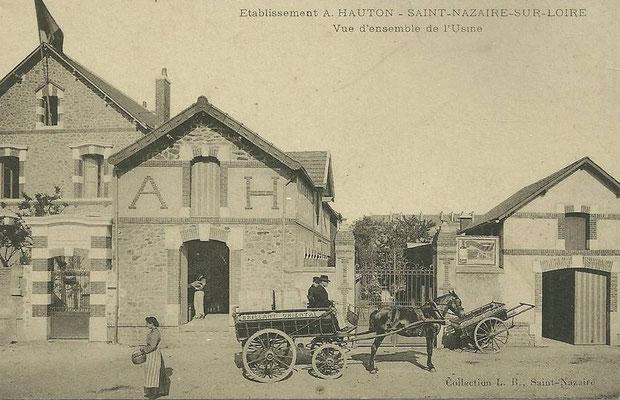 Saint-Nazaire, vue d'ensemble de l'usine de fabrique de brillant, cire - charette de transport