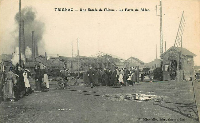 Trignac, une entrée de l'usine, la porte de Méan - personnage à bicyclette