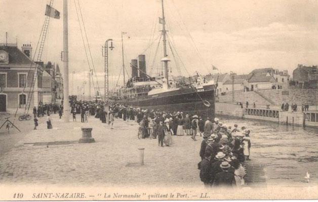 """Saint-Nazaire, """"le Normandie"""" quittant le port"""