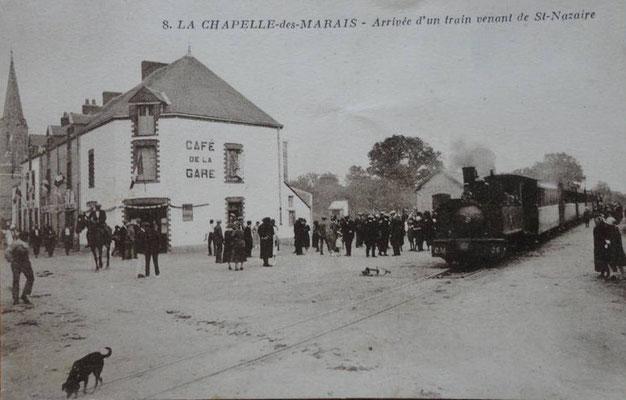 La Chapelle-des-Marais, arrivée d'un train venant de Saint-Nazaire