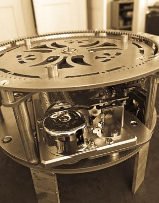 Eine Spezialanfertigung der besonderen Art: Das Werk einer handgefertigten Spieluhr. Atelier der Goldschmiede OBSESSION Zürich und Wetzikon