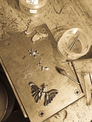 Eine Spezialanfertigung der besonderen Art: Einzelteile eines handgefertigten Musikspiels hergestellt in Präzisionsarbeit. Atelier der Goldschmiede OBSESSION Zürich und Wetzikon