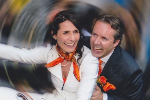 Liebe Alex und Matthias, Eure wunderbaren Ringe für unsere Hochzeit wahren das Tüpfelchen auf dem i unseres Festes. Vielen Dank.