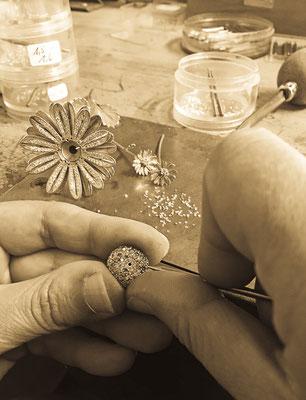 Eine Spezialanfertigung der besonderen Art: Einzelteile eines Musikspiels in Handarbeit. Atelier der Goldschmiede OBSESSION Zürich und Wetzikon