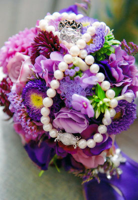 Liebe Alex, Lieber Matthias, Unsere Hochzeit(en) waren wunderschön. Wir bedanken uns für den tollen Schmuck und unsere speziellen Eheringe! Joy & Thomas