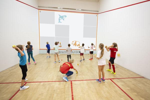 interactive Fun Court: Bunte Spiele in verschiedenen Schwierigkeitsgraden machen Laune - abwechsunglsreicher Sport mit einem hohen Spaßfaktor!