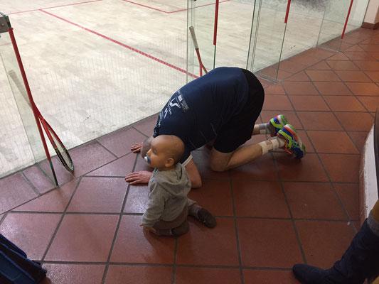 """Thomas entschuldigt sich bei seinem """"Coach"""" Lennard für die Niederlage"""